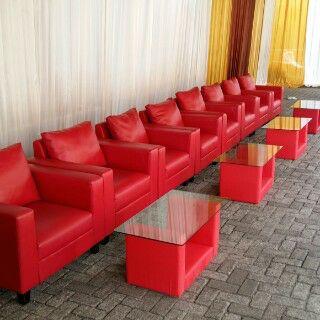 sewa sofa merah