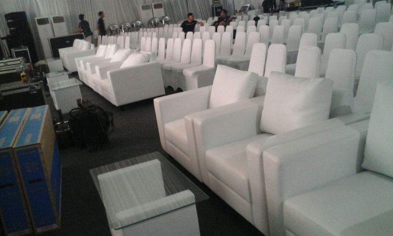 sofa putih satu dudukan