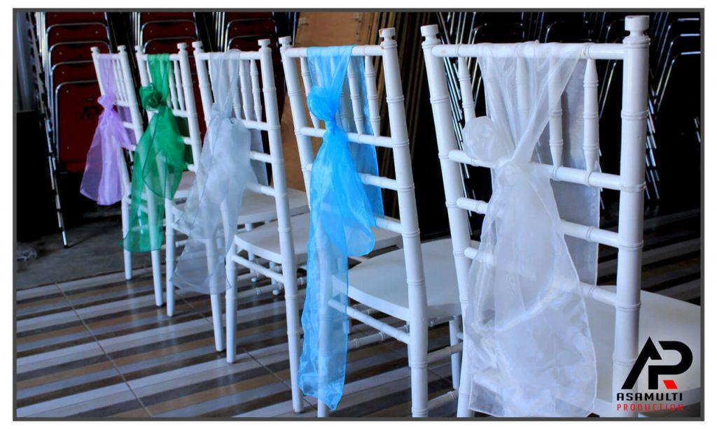 sewa kursi tiffany putih dan pita