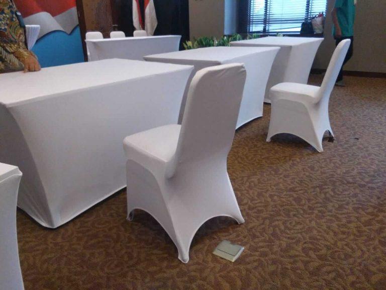 kursi futura cover kain putih